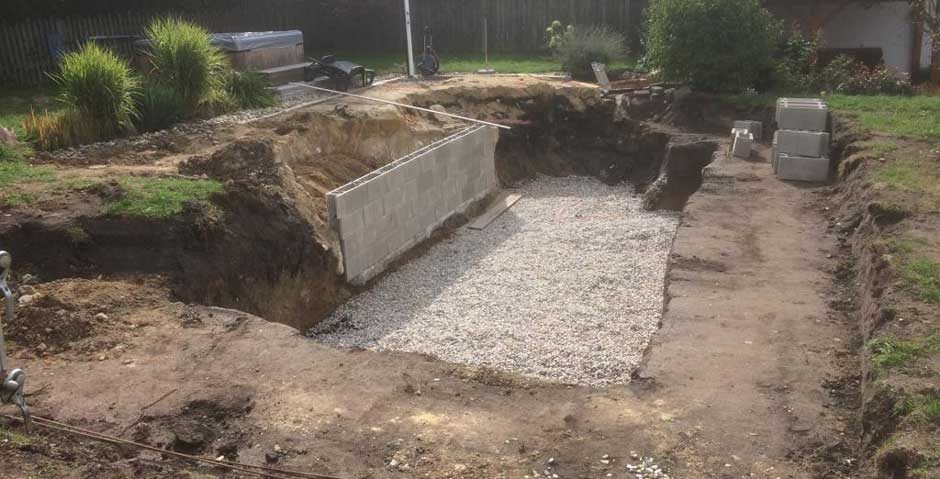 Vorbereitungen Swimmingpool-Bau